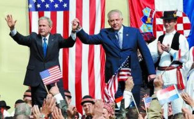 Bush dice que la puerta de la OTAN está abierta a todos los países del este europeo