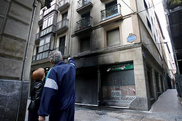 Lanzan cócteles molotov contra un batzoki en Bilbao y pintura contra otro en Markina