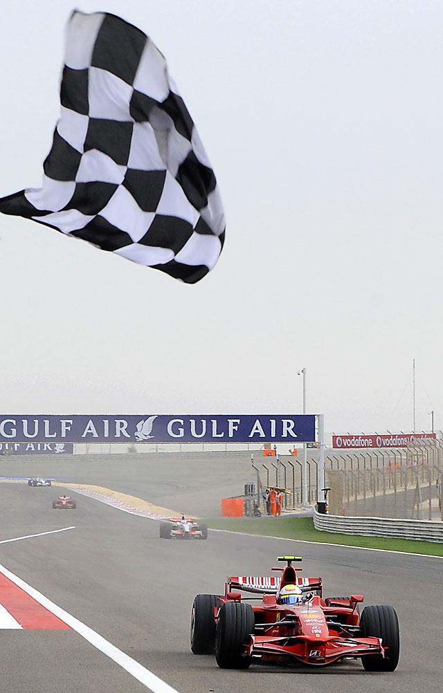 Los Ferrari de Massa y Raikkonen acaparan un Gran Premio donde Alonso acaba décimo