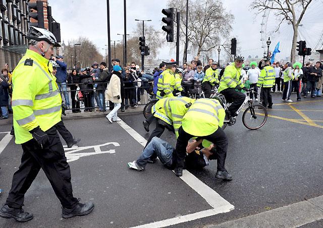 Treinta detenidos durante el recorrido de la antorcha olímpica por Londres
