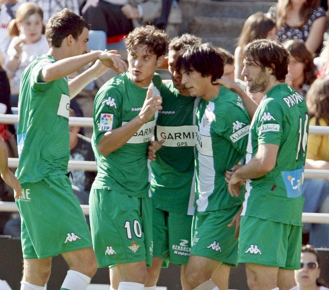 El Betis logra el triunfo clave para la salvación y hunde al Zaragoza en el descenso