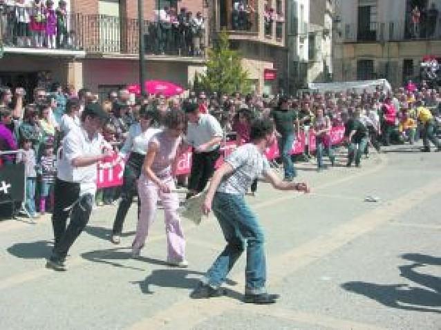 Unas 1.500 personas asisten al baile del Plego en Ablitas