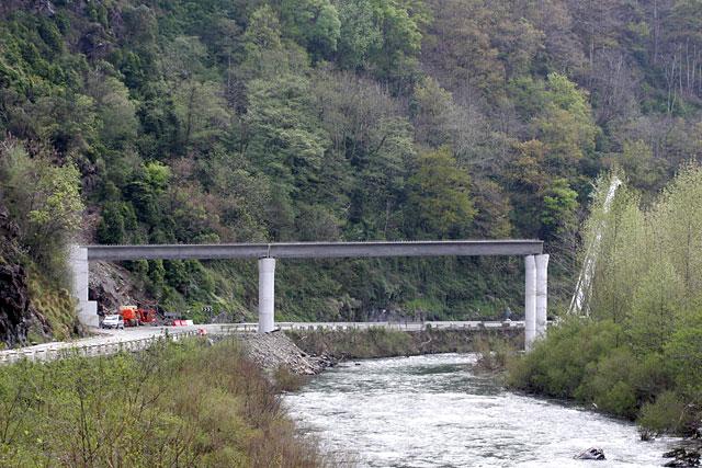 Colocado el primero de los diez viaductos de la nueva N-121