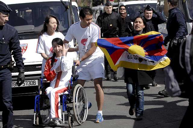 La llama olímpica se apaga en París sumergida en protestas en apoyo al Tíbet