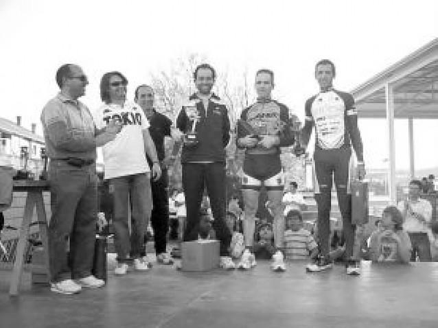 Iñaki Villoria gana al sprint en la meta de Monteagudo