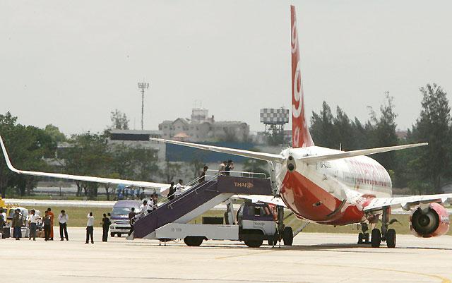 Un avión bengalí aterriza de emergencia en Bangkok tras un frustrado intento de secuestro