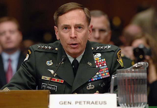 David Petraeus propone suspender la retirada paulatina de tropas en Irak 45 días después de julio
