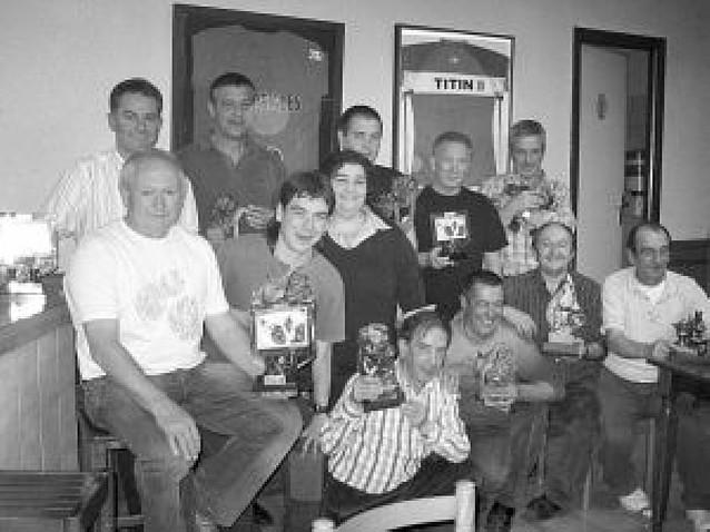 Dieciocho parejas disputan el torneo de mus del bar Oncineda