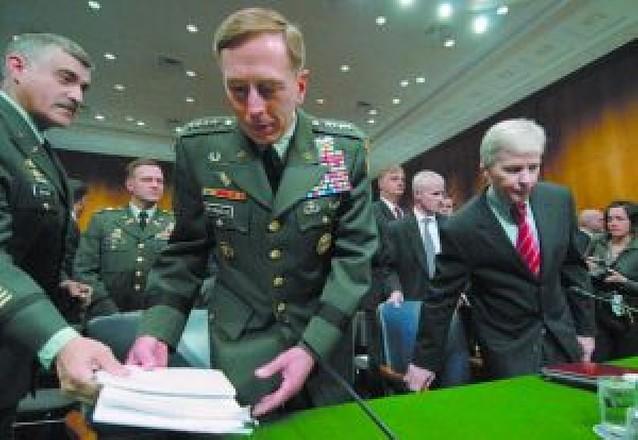 Petraeus pide tiempo y reflexión para una reducción de tropas en Irak