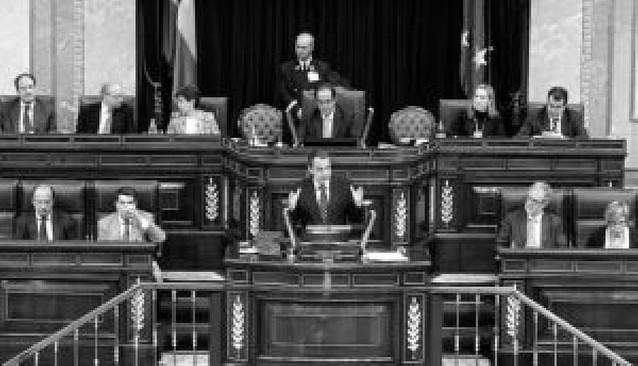 Zapatero y Rajoy hablan de pactos de Estado en el primer debate de la legislatura