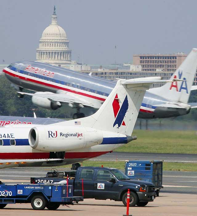 American Airlines cancela 500 vuelos para revisar su flota de aviones MD-80
