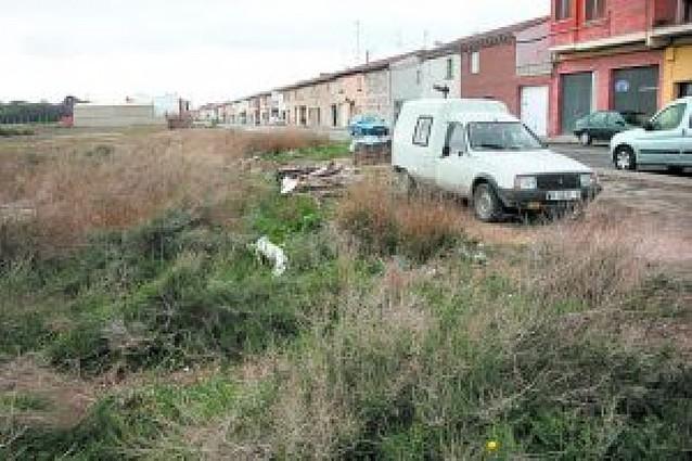 La residencia subasta 3 de las 10 parcelas previstas por 180.000 euros