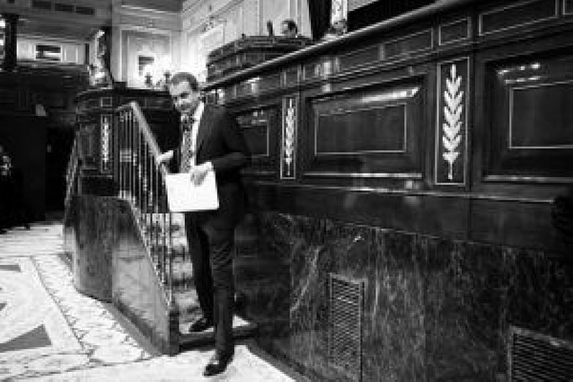 Zapatero será el primer presidente que sale elegido en la segunda votación