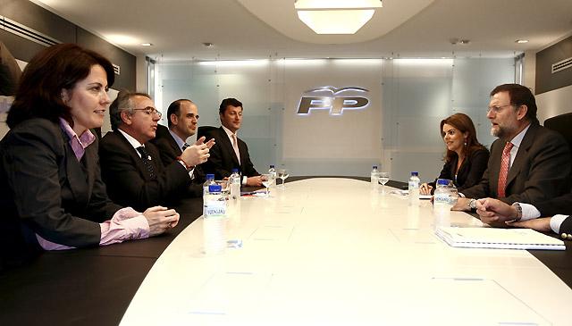 Sanz dice en Madrid, ante Rajoy y Aguirre, que el PP debe avanzar más hacia el centro