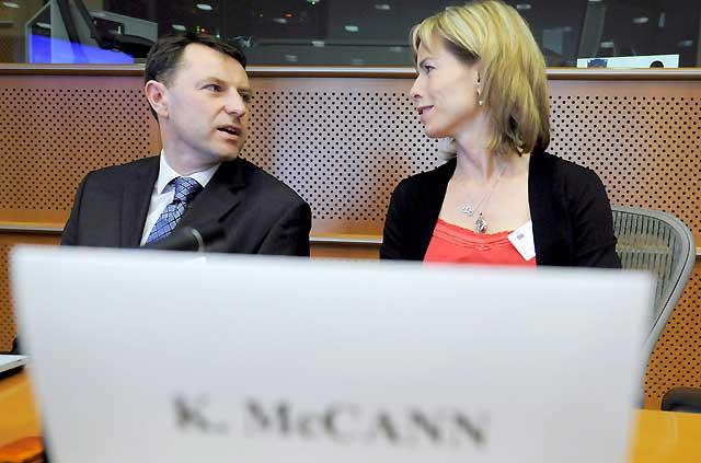 Los McCan piden al Parlamento Europeo un sistema de alerta ante los secuestros de niños