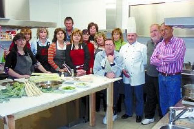 Los participantes en el curso de cocina de Andosilla se despidieron con menestras