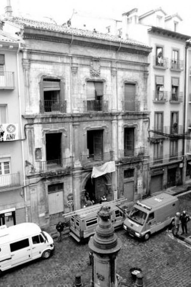 Absueltos 7 policías de lesiones en un desalojo en Pamplona en 2007