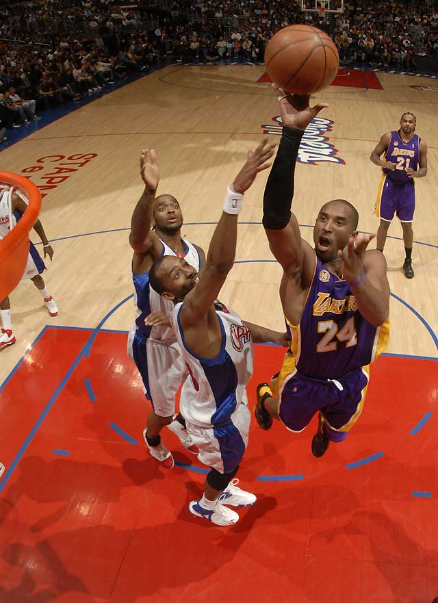 Los Lakers apabullan a los Clippers en el derbi angelino (106-78)