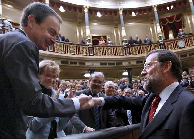 Zapatero, investido presidente del Gobierno con los únicos votos del PSOE