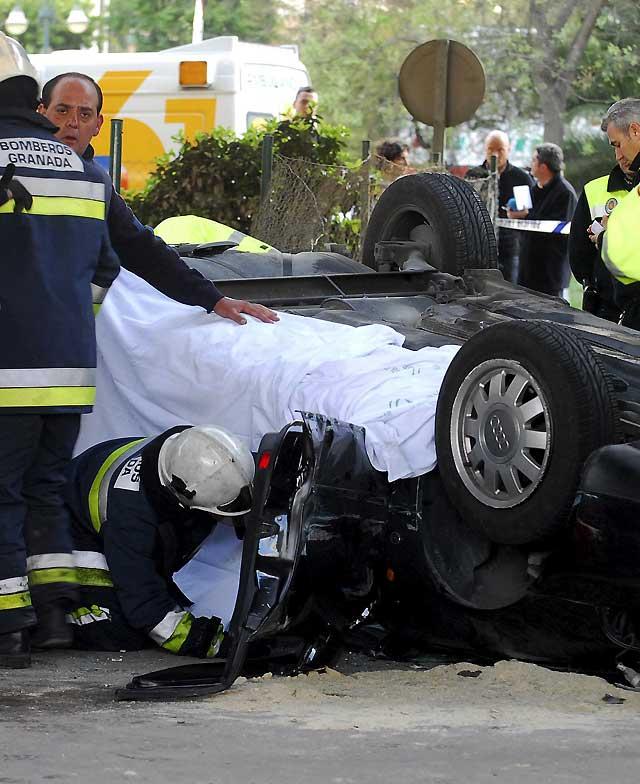 Un hombre fallece en Granada tras volcar el coche en el que viajaba