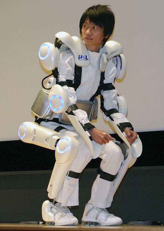 Una empresa japonesa presenta un robot-traje para ancianos y discapacitados