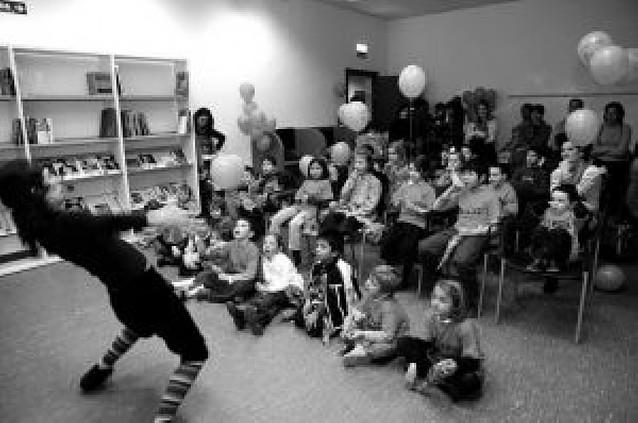 Cuentacuentos en el civivox y teatro en la casa de la Juventud
