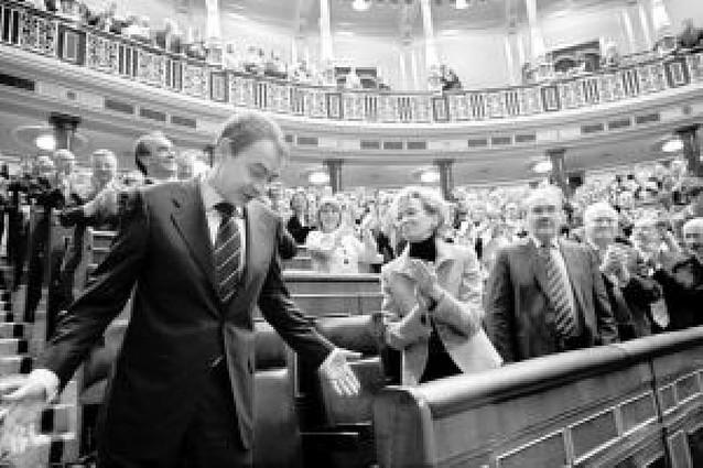 Zapatero inicia su segundo mandato con el apoyo de los 169 diputados del PS0E