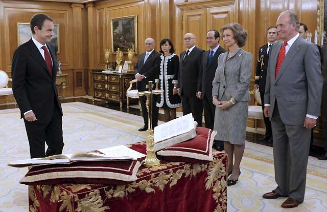 Zapatero promete su cargo de presidente ante los Reyes