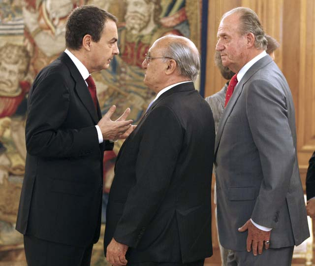 Zapatero confirma un Gobierno con mayoría de mujeres y dos nuevos ministerios