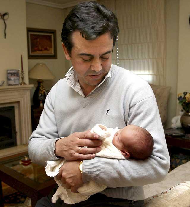 El pasado año 35.000 españoles dejaron el trabajo para criar a sus hijos
