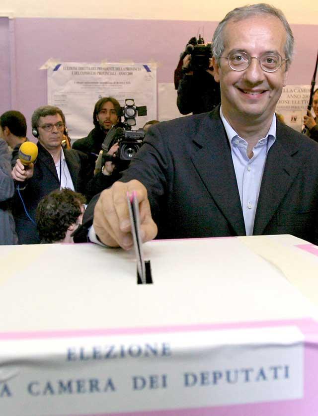Los italianos empiezan a votar para elegir presidente entre Berlusconi y Veltroni