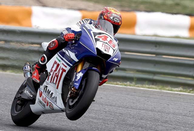 Lorenzo puede con Pedrosa y Rossi