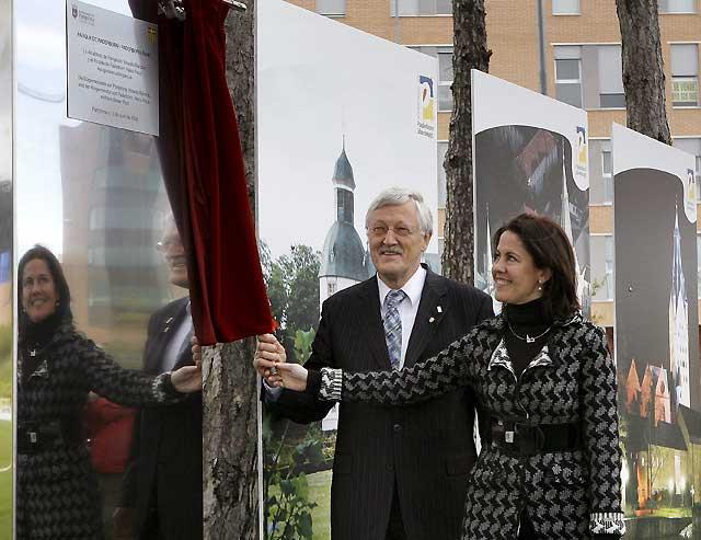 Los alcaldes de Pamplona y Paderborn inauguran un parque en Buztintxuri dedicado a la localidad alemana