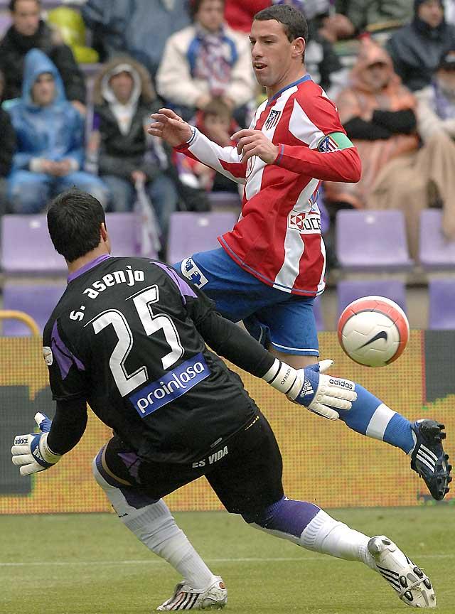 Ogebeche pone en peligro la cuarta plaza del Atlético (1-1)