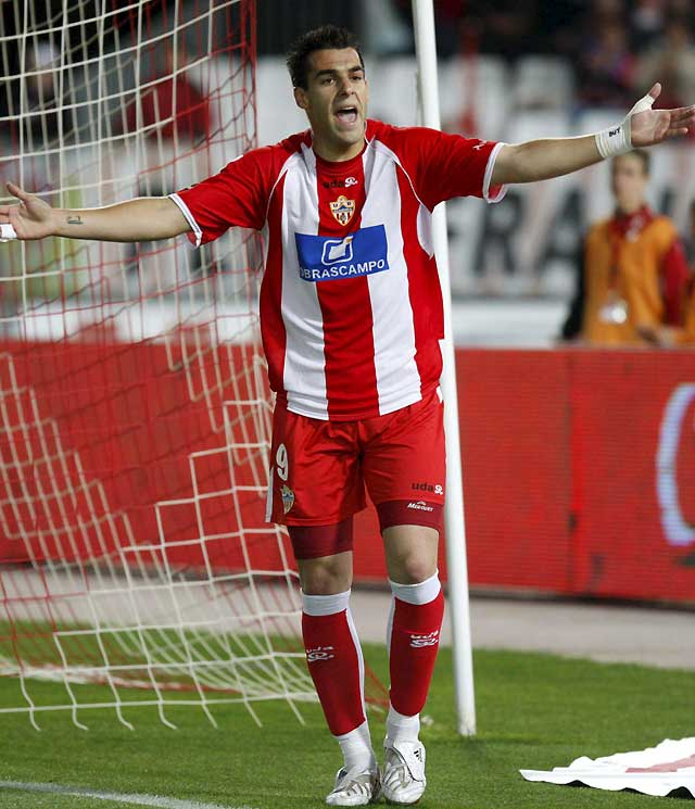 El Almería gana a un Villarreal que no aguanta la lucha por el liderato (1-0)