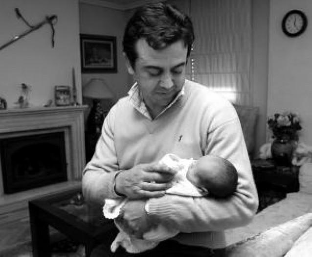 Casi 35.000 españoles dejaron el trabajo para criar a sus hijos, el 95,7% mujeres