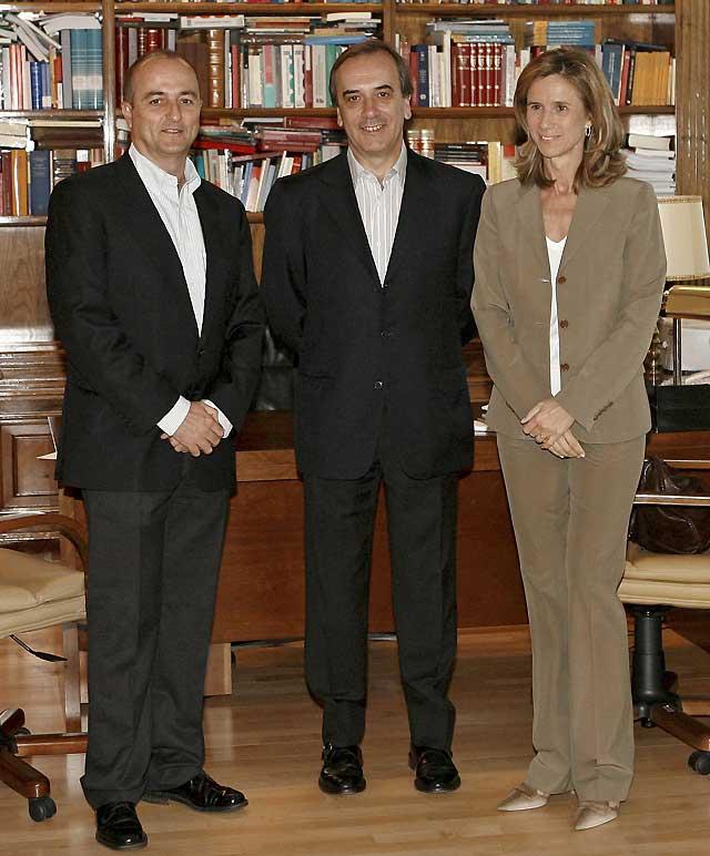Pedro Solbes anuncia una inyección de 10.000 millones contra la crisis