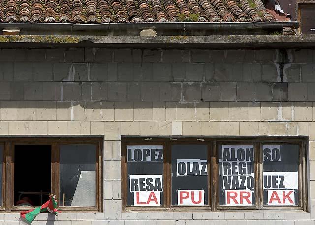 Aparecen pintadas amenazantes contra la alcaldesa del PNV y del edil del PP de Zizurkil