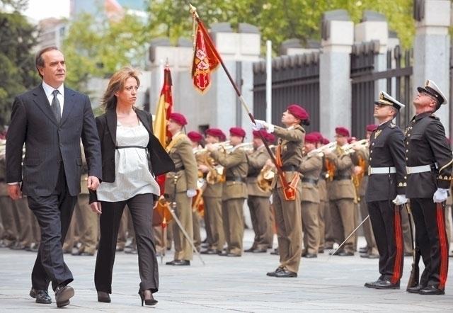 """""""¡Capitán, mande firmes!"""", primera orden de Carme Chacón a las Fuerzas Armadas"""