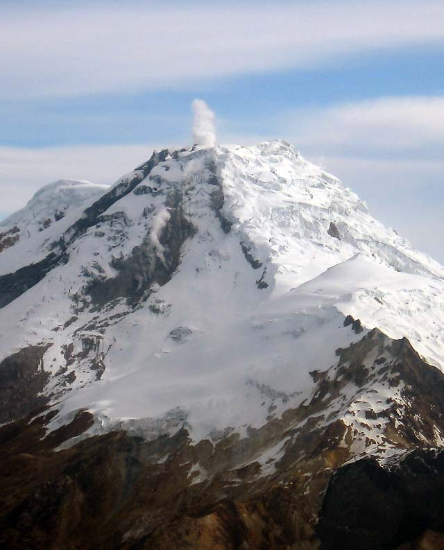 Las autoridades colombianas declaran la alerta roja por la erupción del volcán Nevado del Huila