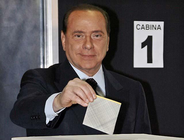 """Berlusconi dice que el Gobierno de Zapatero es """"demasiado rosa"""""""