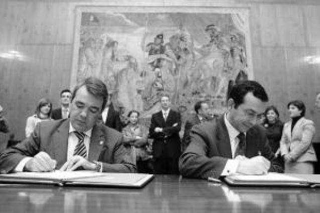 La UN y el Gobierno impulsan el estudio del Derecho Navarro