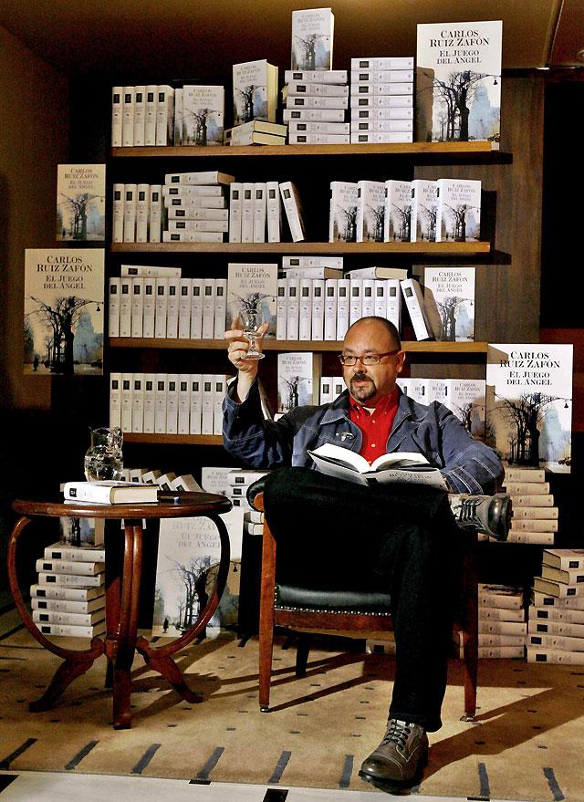 Zafón regresa al Cementerio de los Libros Olvidados en 'El Juego del Ángel'