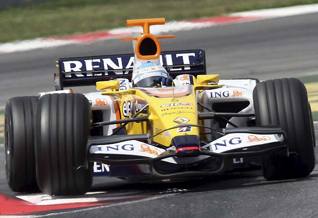 Alonso marca un gran tiempo en Montmeló