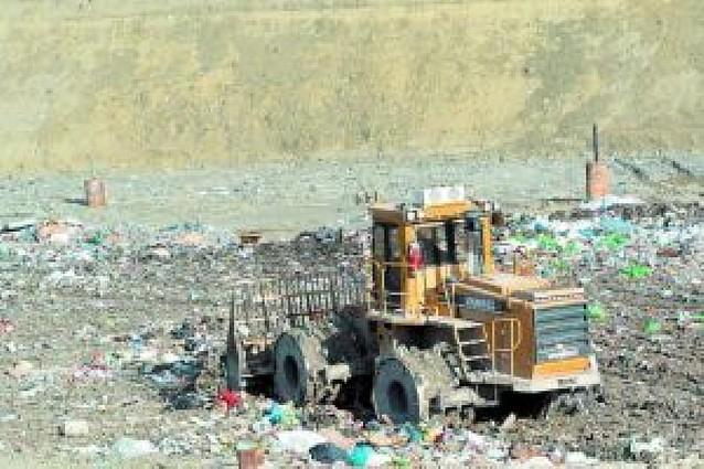 """El Gobierno aboga por una """"solución global"""" para la basura de Navarra"""