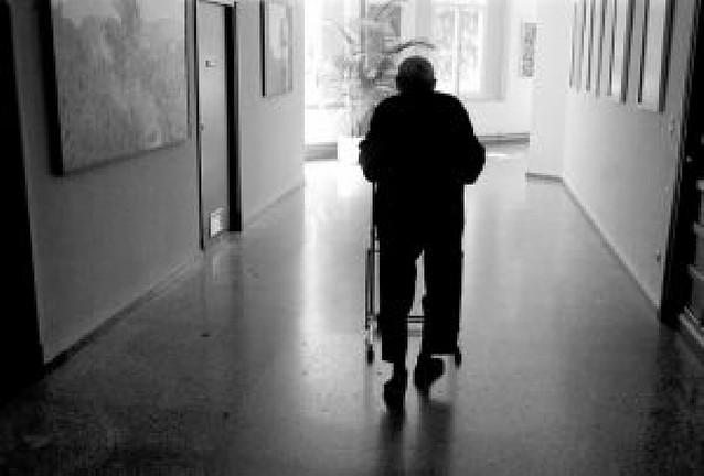 El Parlamento insta a estudiar las necesidades sanitarias de los mayores