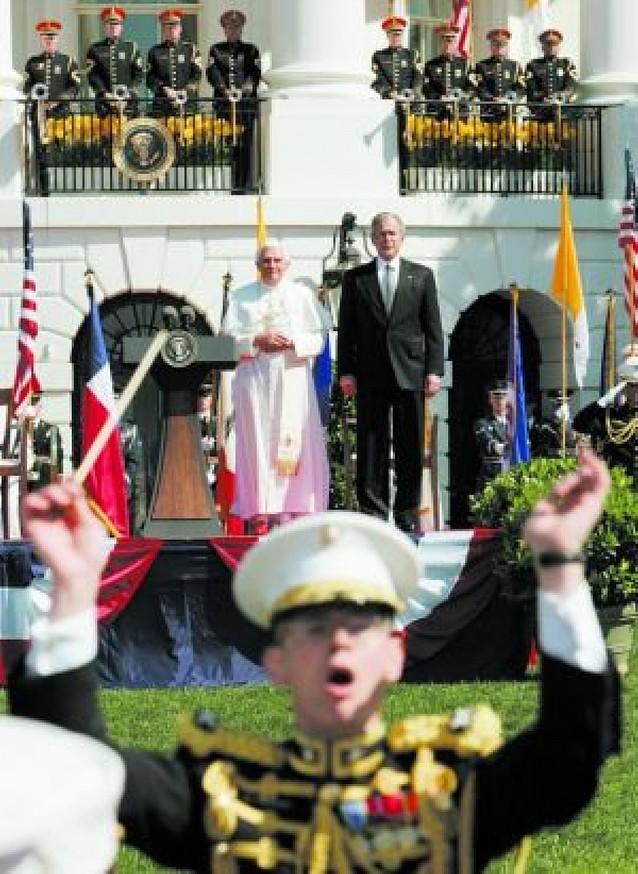 """Benedicto XVI pide a Bush que actúe """"con el apoyo paciente de la diplomacia"""""""
