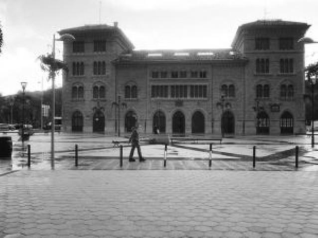 El Ayuntamiento de Estella estudia un cambio en la luz ornamental del edificio de la estación