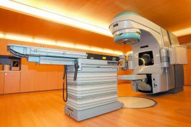 El tercer acelerador permite a la red pública absorber toda la demanda de radioterapia
