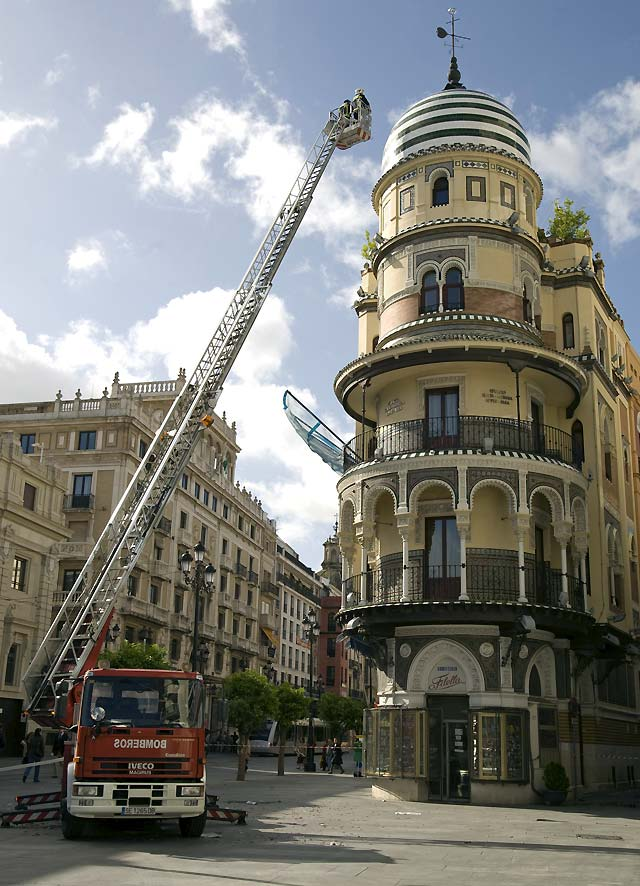 El fuerte viento causa estragos en Galicia y Andalucía